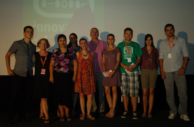 The winners of the Innovation Lab with Sue Folger and Valentina Pellizzer (Photo Oneworldsee.org)